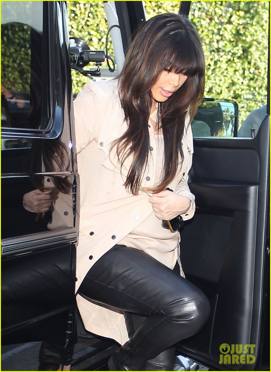 kim kardashian eats with sisters kanye west parties with rob 092843442