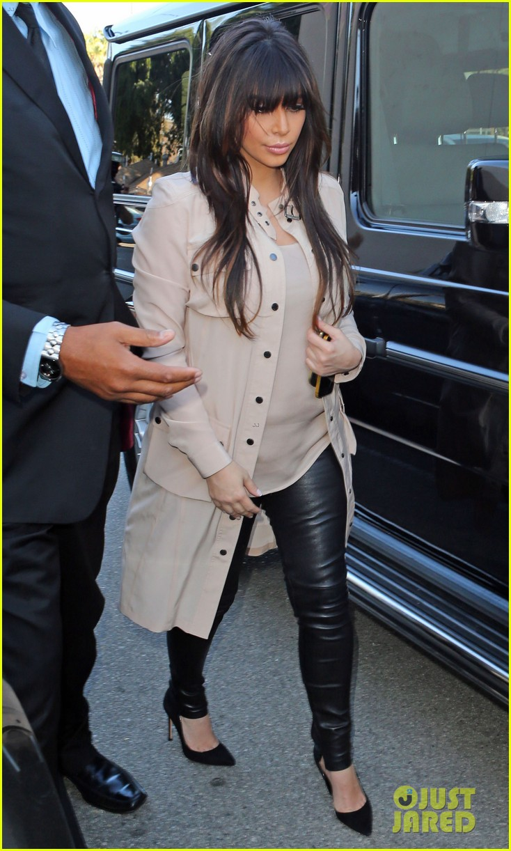 kim kardashian eats with sisters kanye west parties with rob 112843444