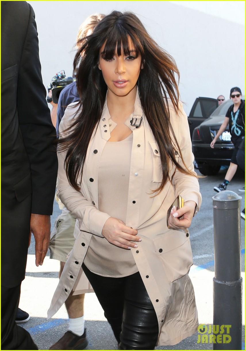 kim kardashian eats with sisters kanye west parties with rob 162843449