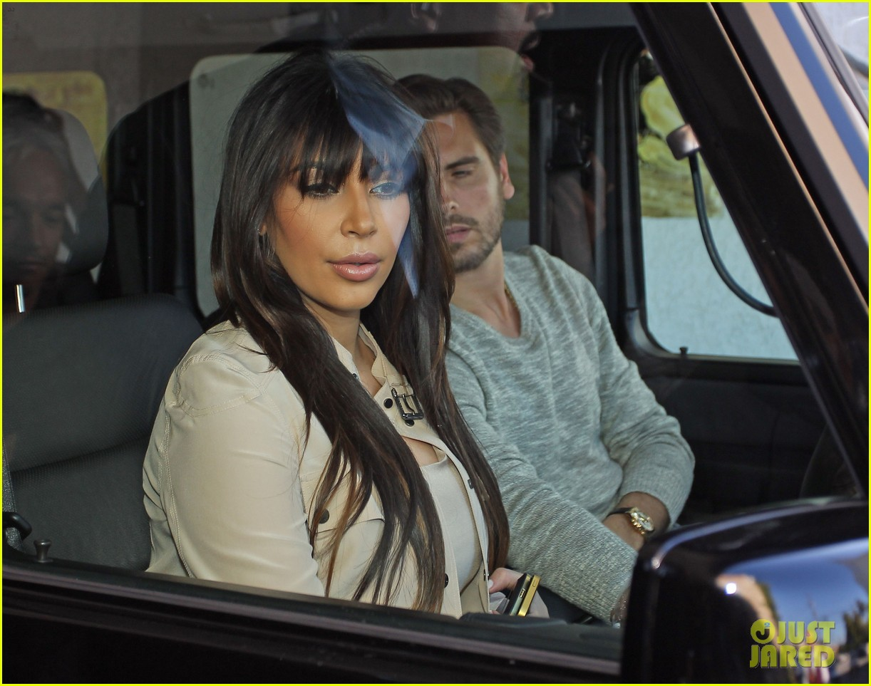kim kardashian eats with sisters kanye west parties with rob 182843451