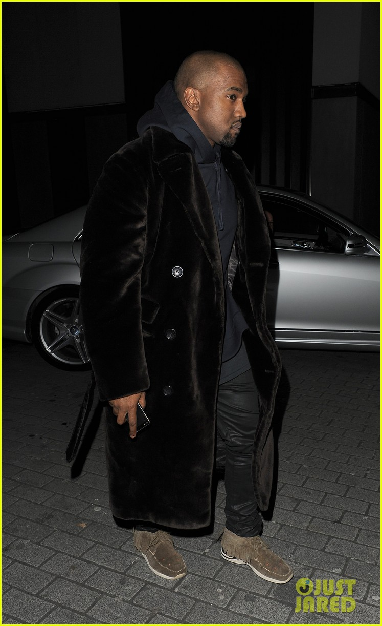 kim kardashian eats with sisters kanye west parties with rob 272843460