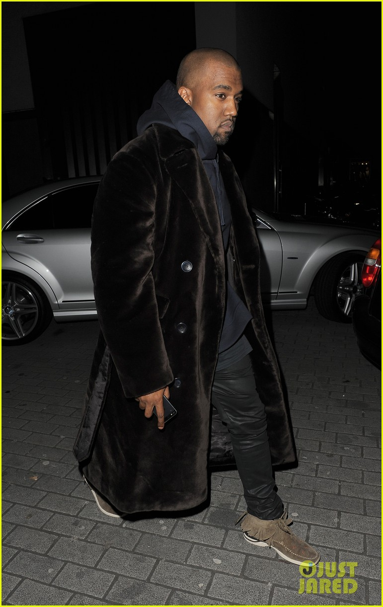 kim kardashian eats with sisters kanye west parties with rob 28