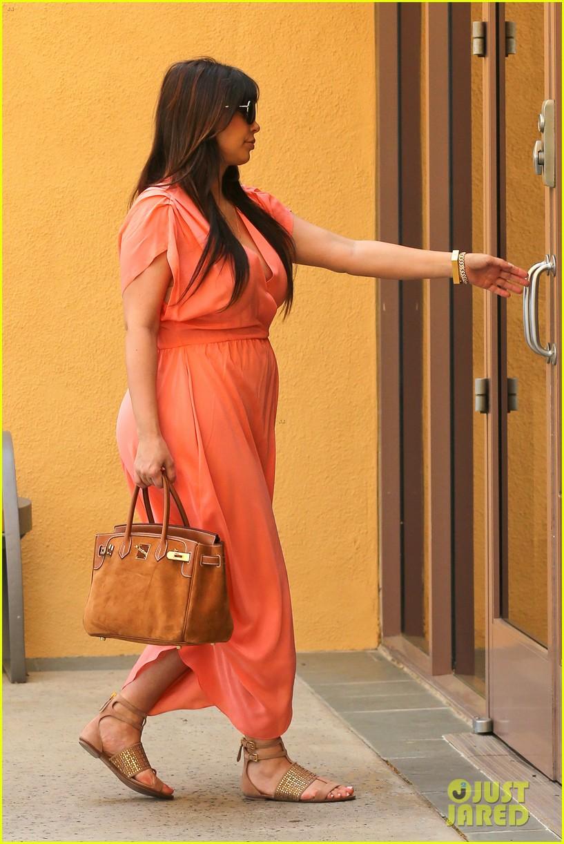 pregnant kim kardashian sunday family church service 19