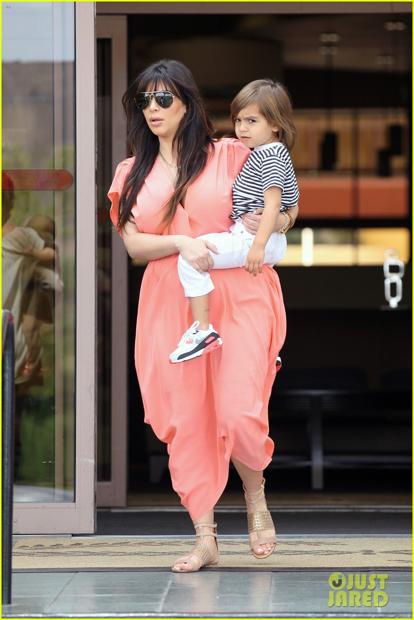 pregnant kim kardashian sunday family church service 312844954
