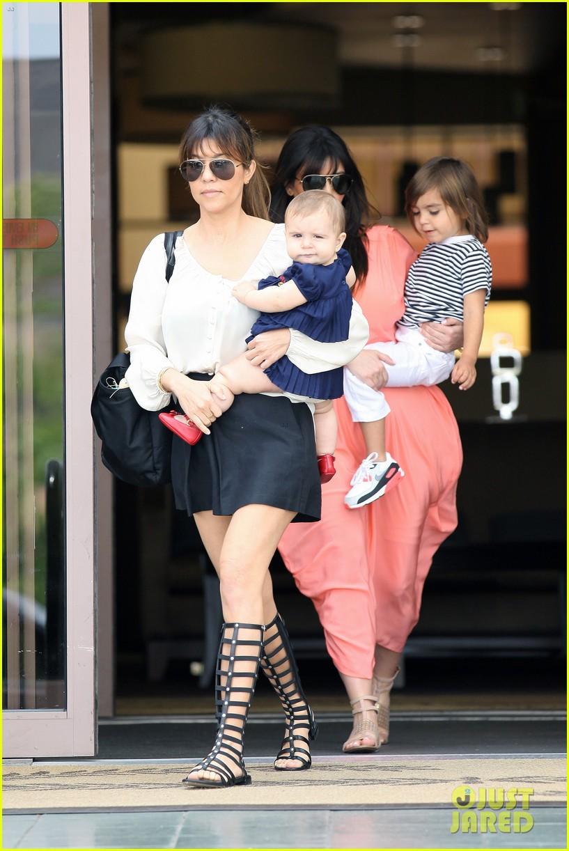 pregnant kim kardashian sunday family church service 382844961