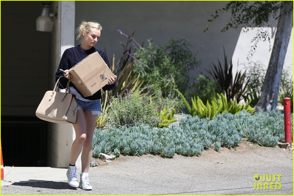 diane kruger picks up boxes and froyo 042852398