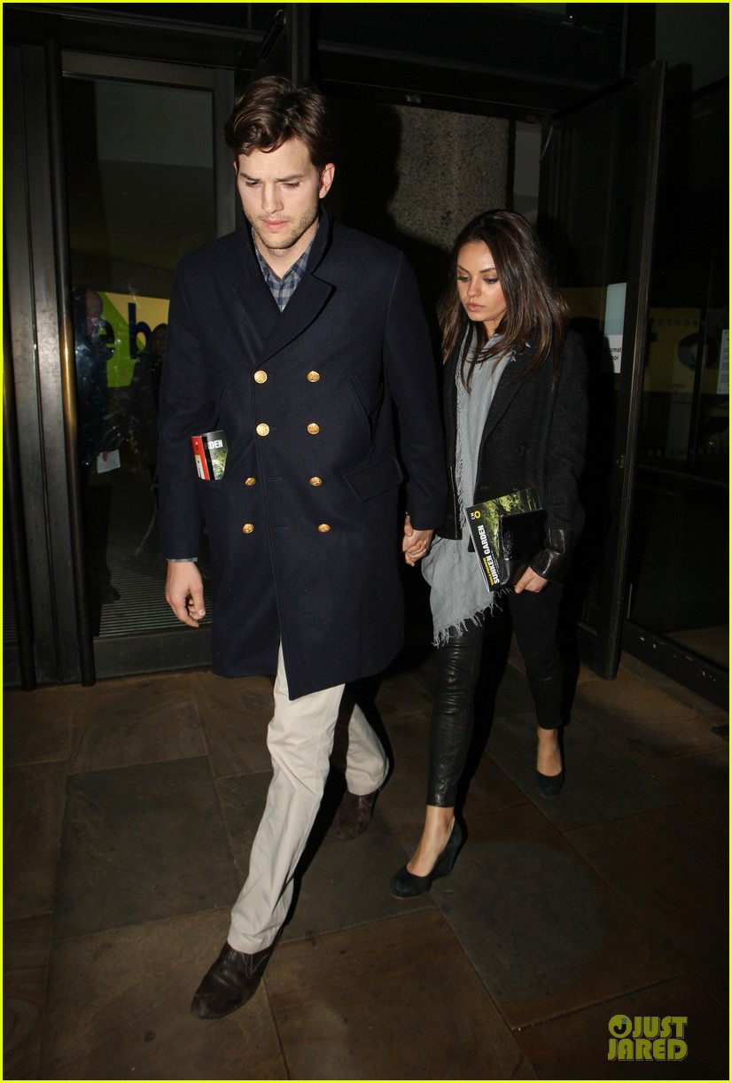 milia kunis ashton kutcher holding hands in london 092848470