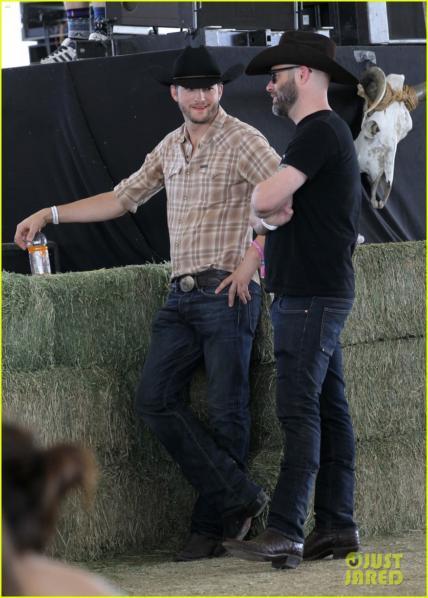 ashton kutcher returns to stagecoach festival after fight 022860451