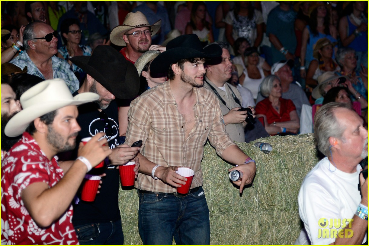 ashton kutcher returns to stagecoach festival after fight 042860453