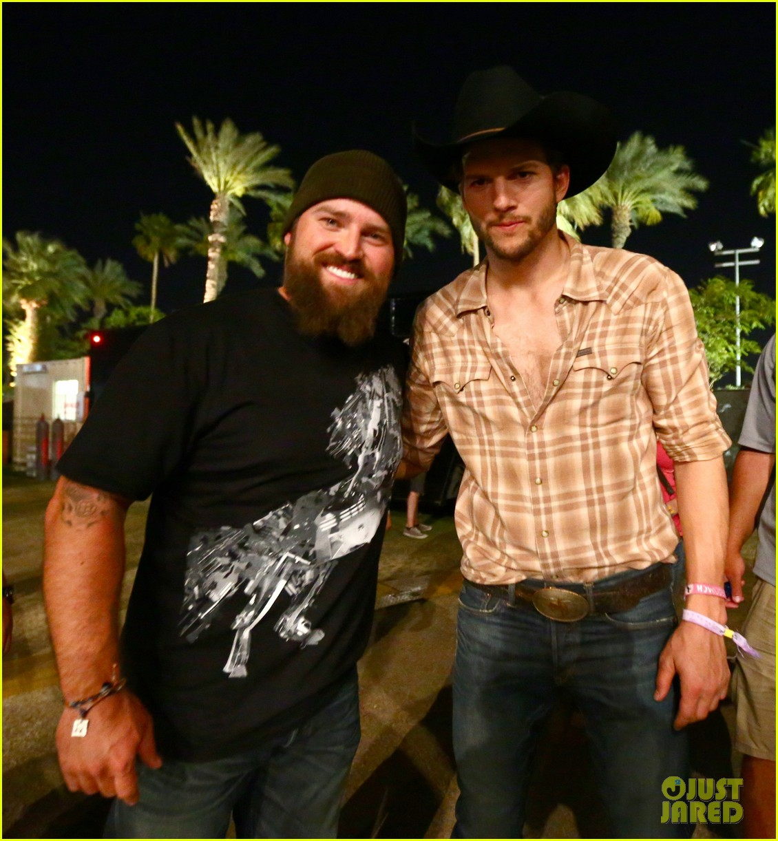 ashton kutcher returns to stagecoach festival after fight 052860454
