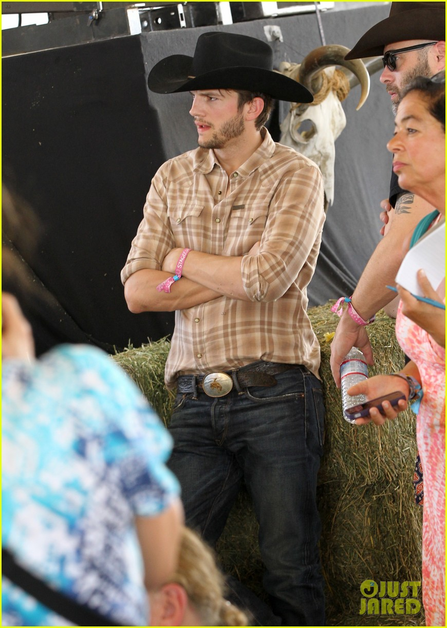 ashton kutcher returns to stagecoach festival after fight 072860456