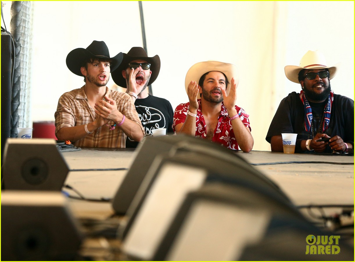 ashton kutcher returns to stagecoach festival after fight 132860462