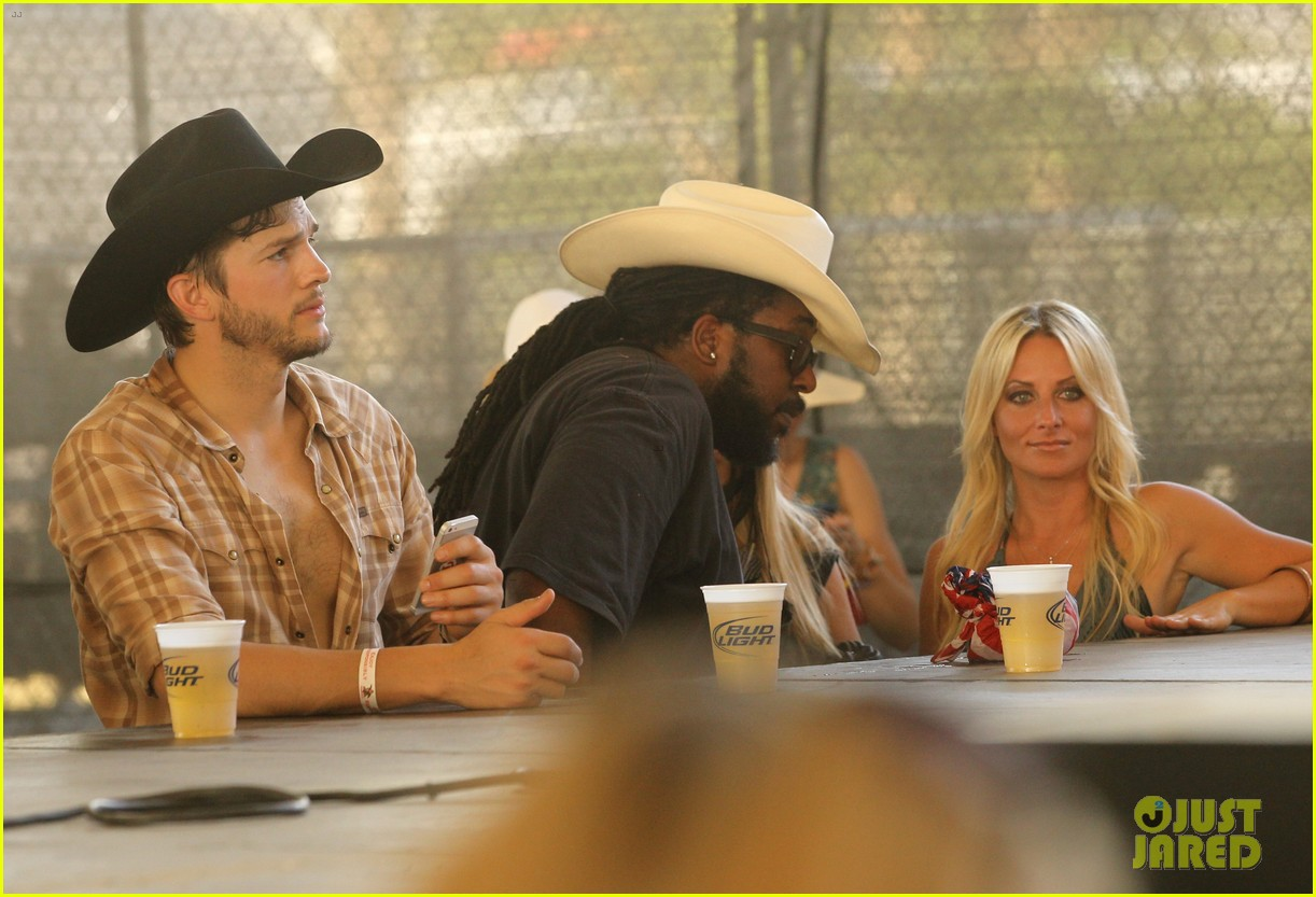 ashton kutcher returns to stagecoach festival after fight 202860469