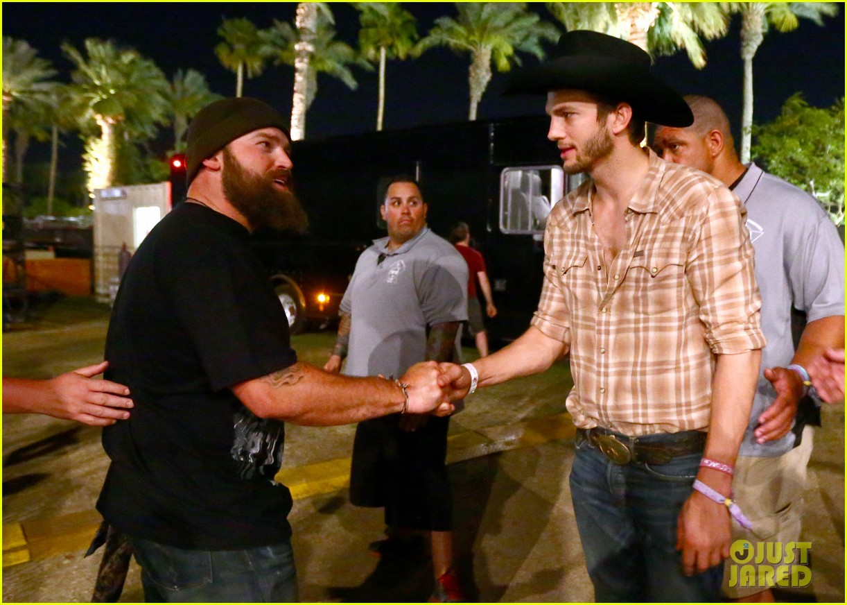 ashton kutcher returns to stagecoach festival after fight 232860472
