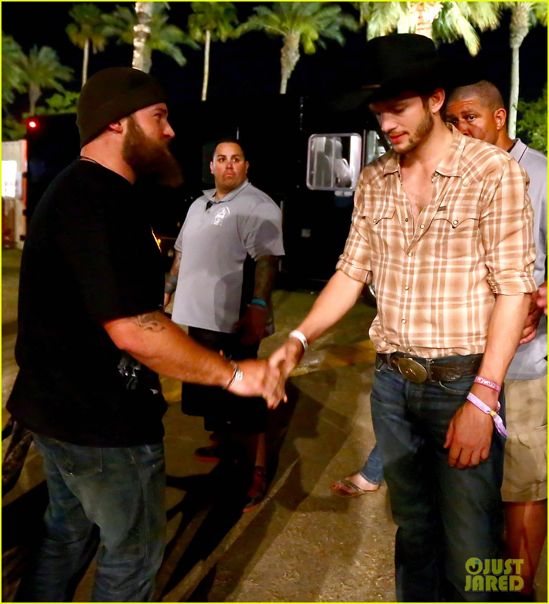 ashton kutcher returns to stagecoach festival after fight 242860473