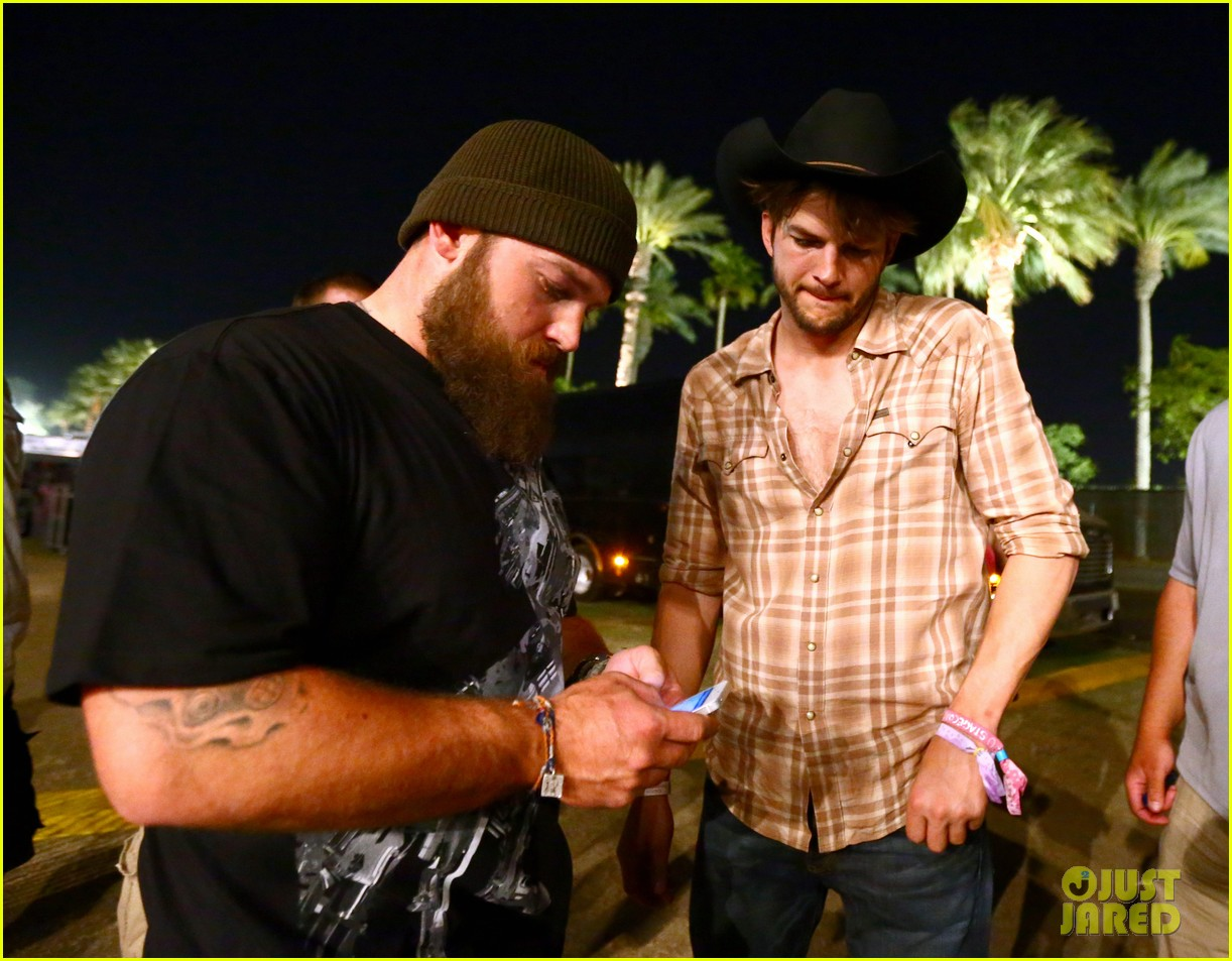 ashton kutcher returns to stagecoach festival after fight 262860475