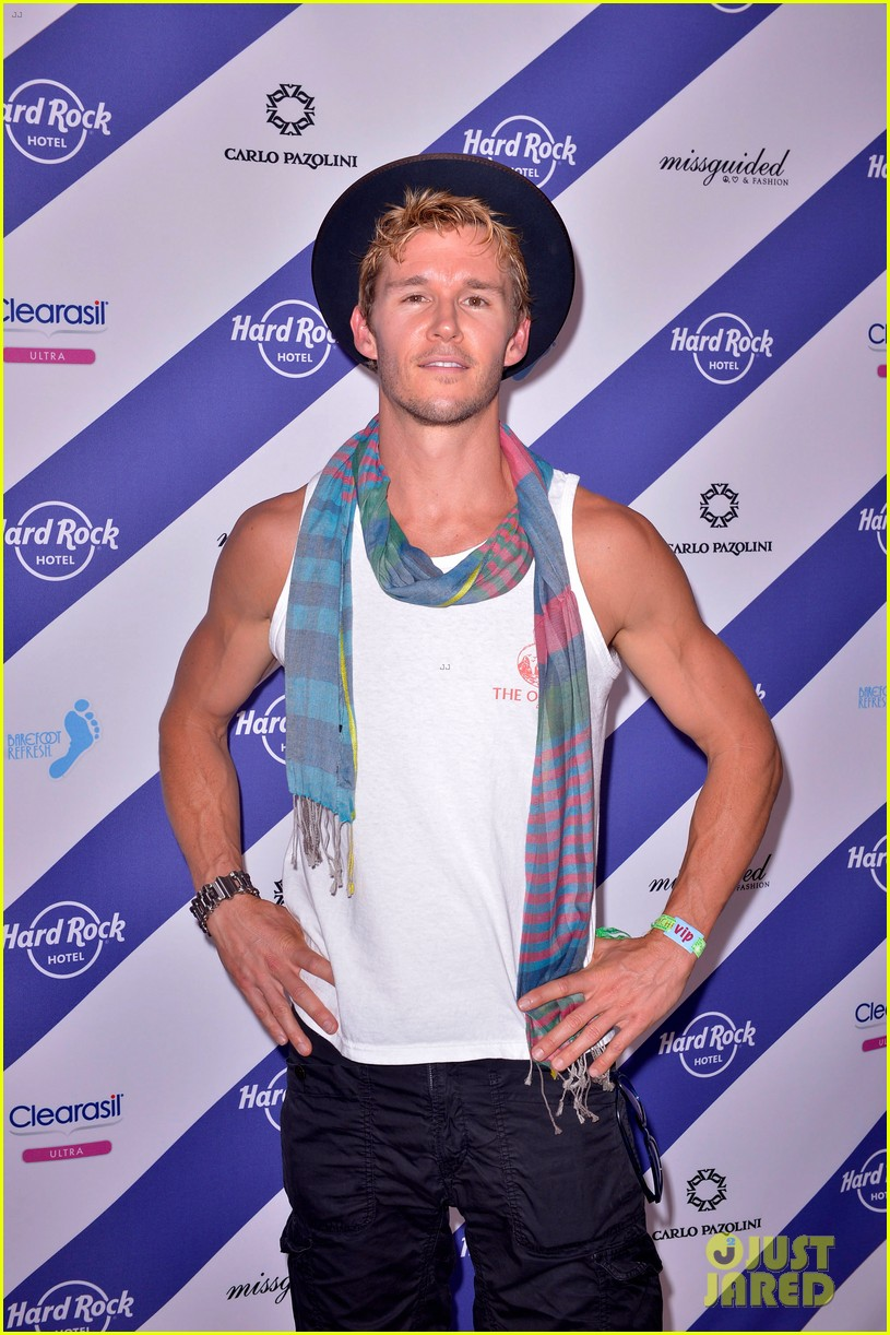 ryan kwanten fruit bar fun at coachella 2013 022849462