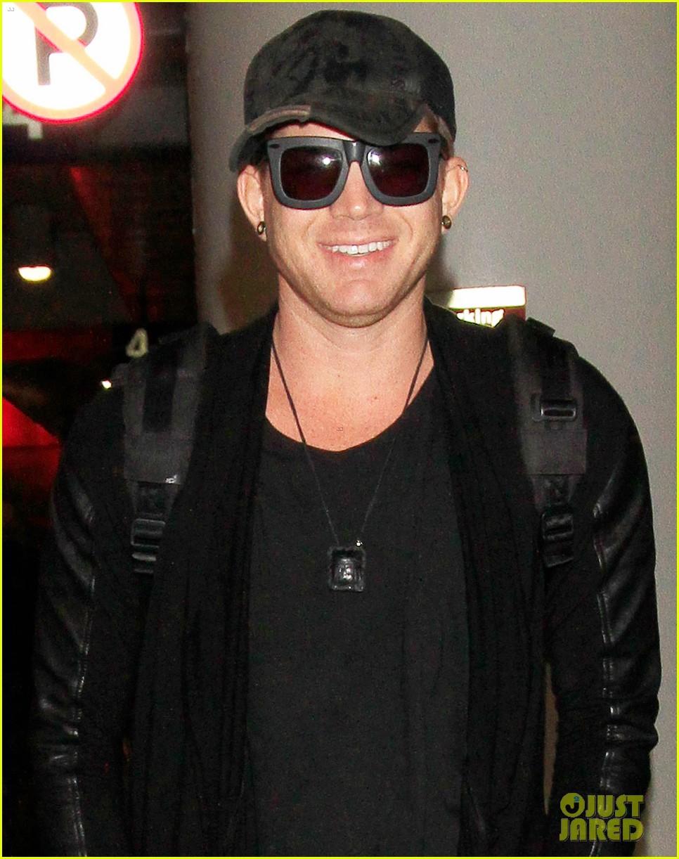 adam lambert lax arrival after miami beach gay pride 052851306