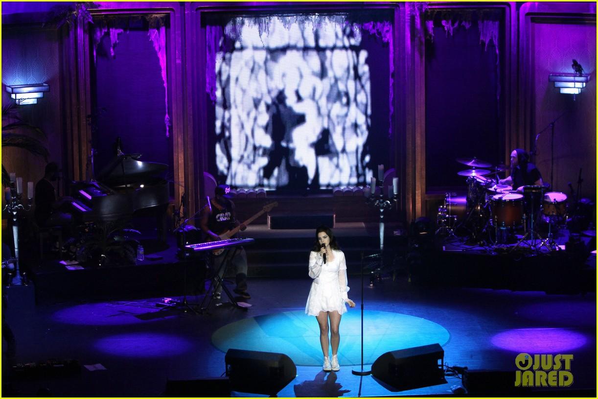 lana del rey paris concert stop 012859904