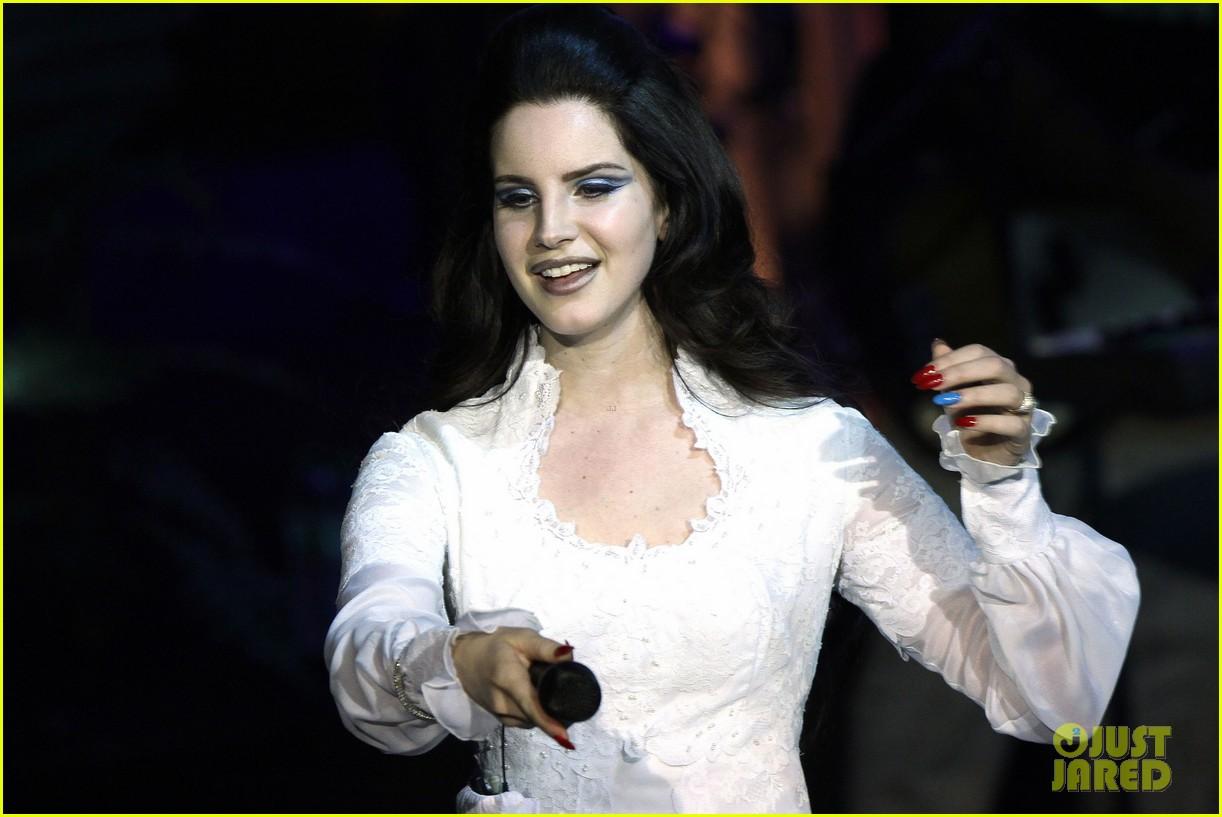 lana del rey paris concert stop 042859907