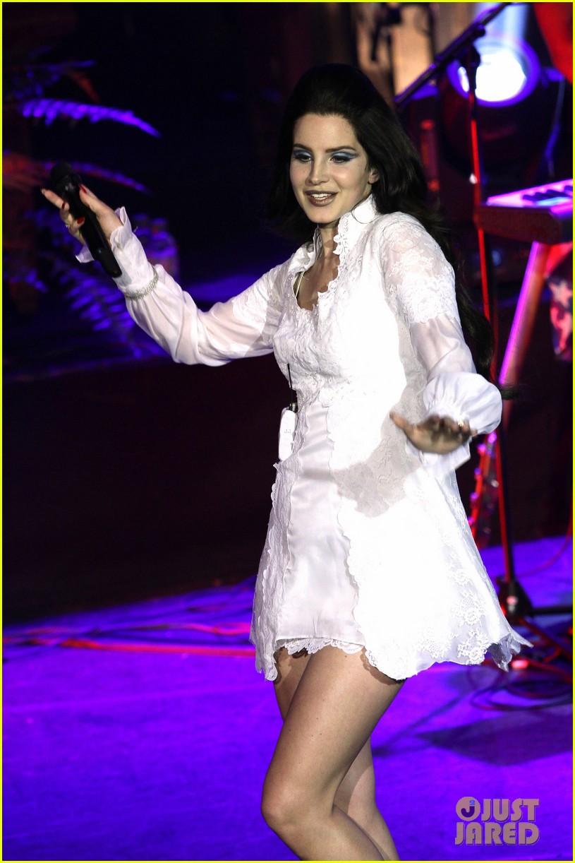 lana del rey paris concert stop 072859910