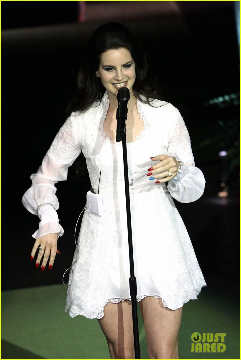 lana del rey paris concert stop 082859911