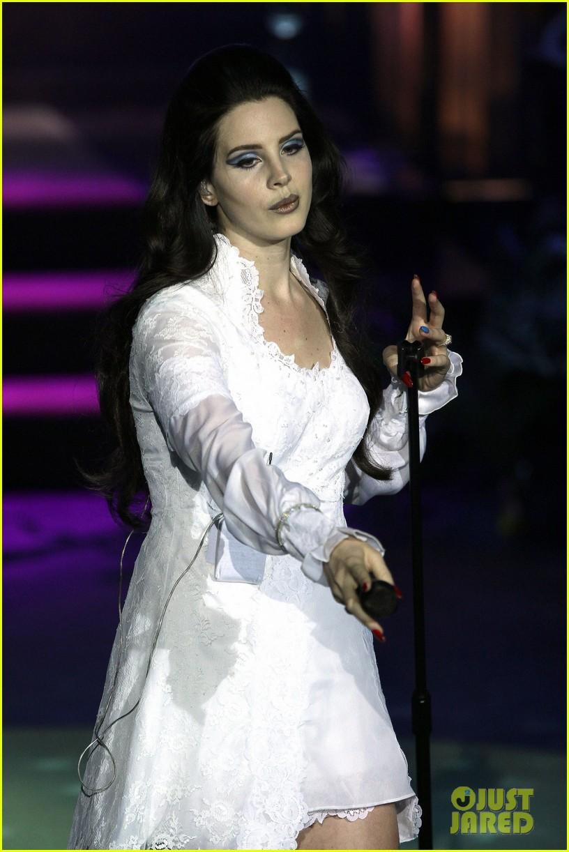 lana del rey paris concert stop 132859916