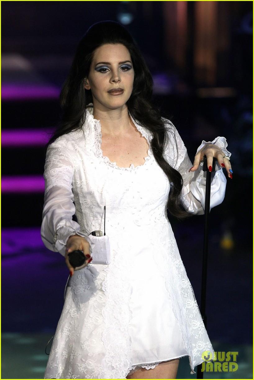 lana del rey paris concert stop 212859924