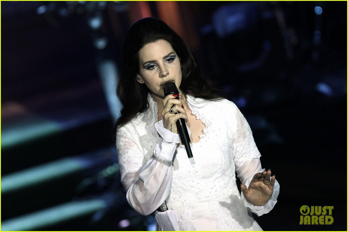 lana del rey paris concert stop 222859925