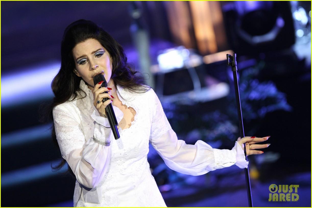 lana del rey paris concert stop 242859927