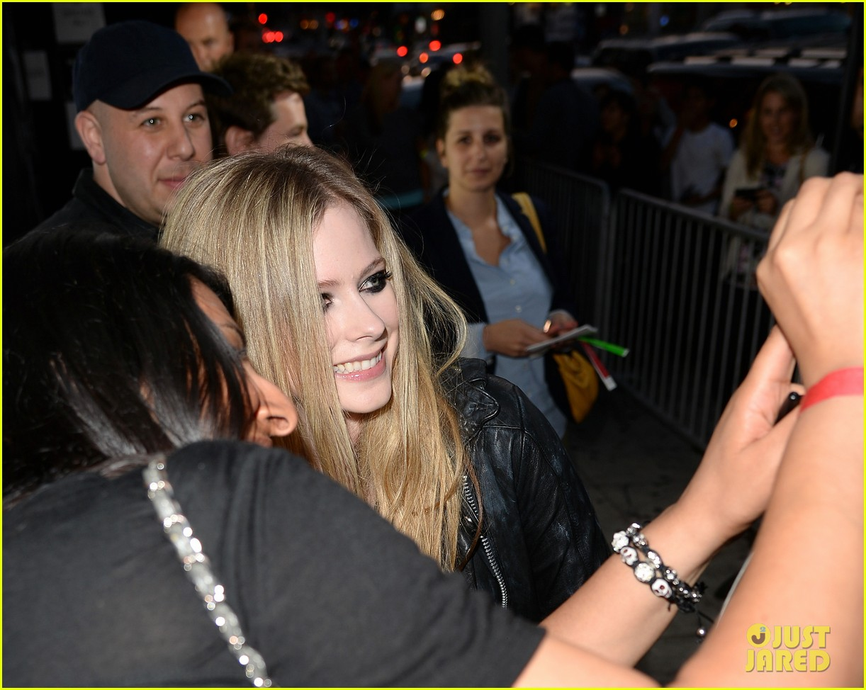 avril lavigne viper room surprise performance 11