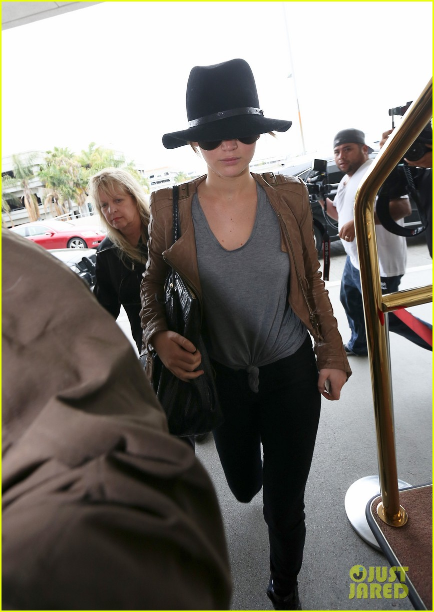 jennifer lawrence low key at lax after nicholas hoult dinner 022861361