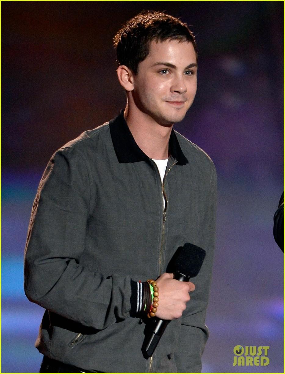 Logan Lerman Amp Alexandra Daddario Mtv Movie Awards 2013