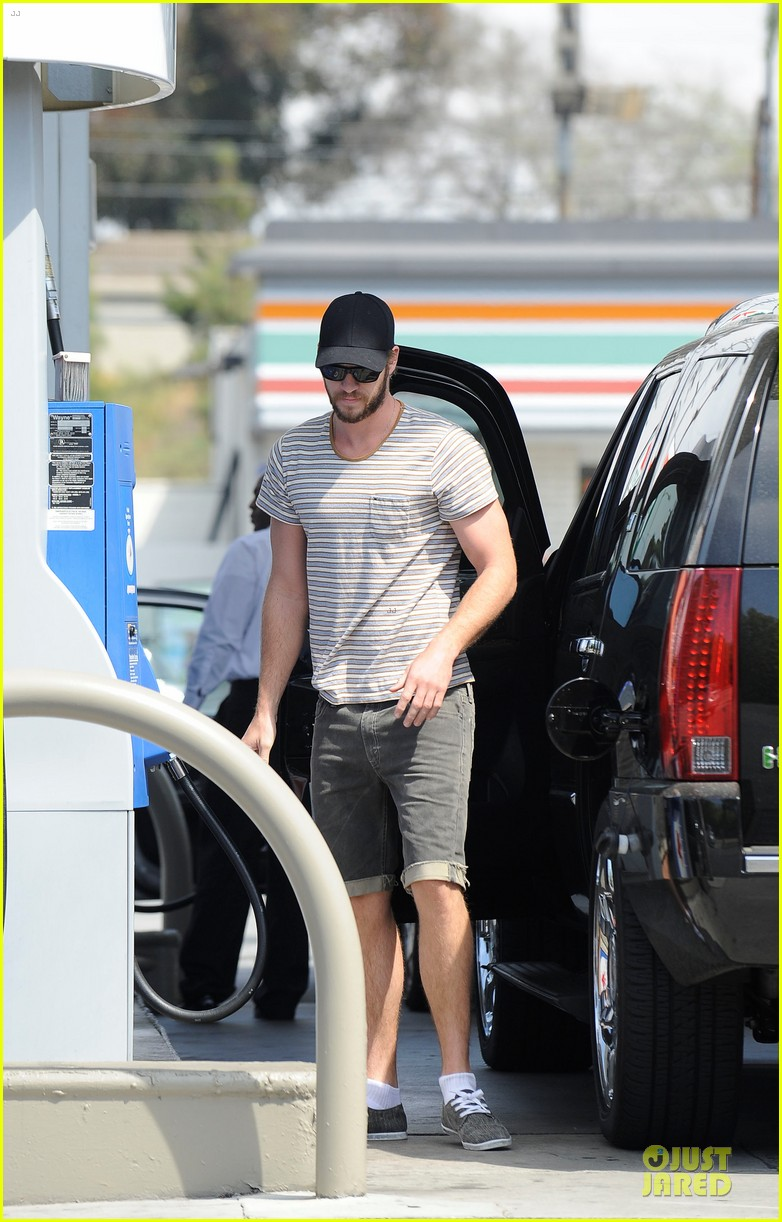 liam chris hemsworth filling up on gas groceries 032844383