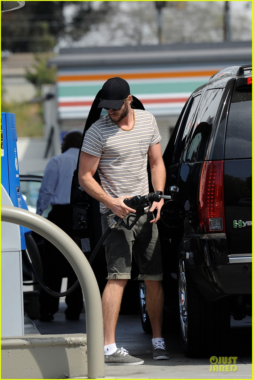 liam chris hemsworth filling up on gas groceries 082844388