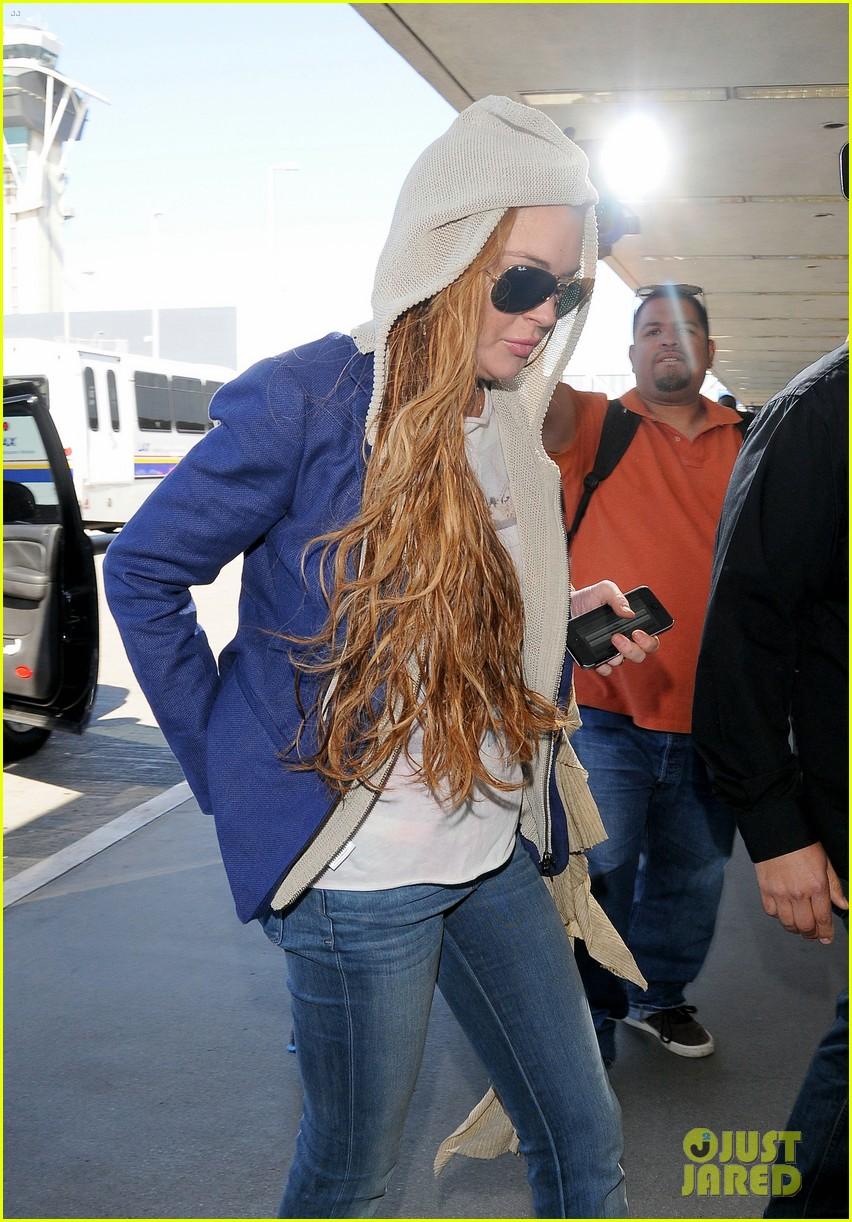 lindsay lohan departs lax airport with sister aliana 022853054