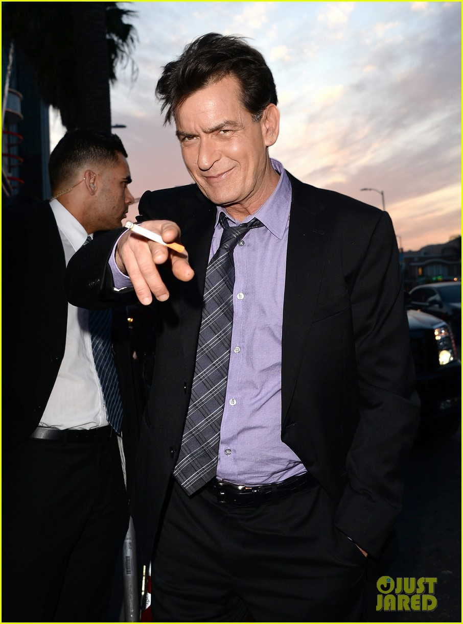 lindsay lohan scary movie 5 premiere with charlie sheen 102848034