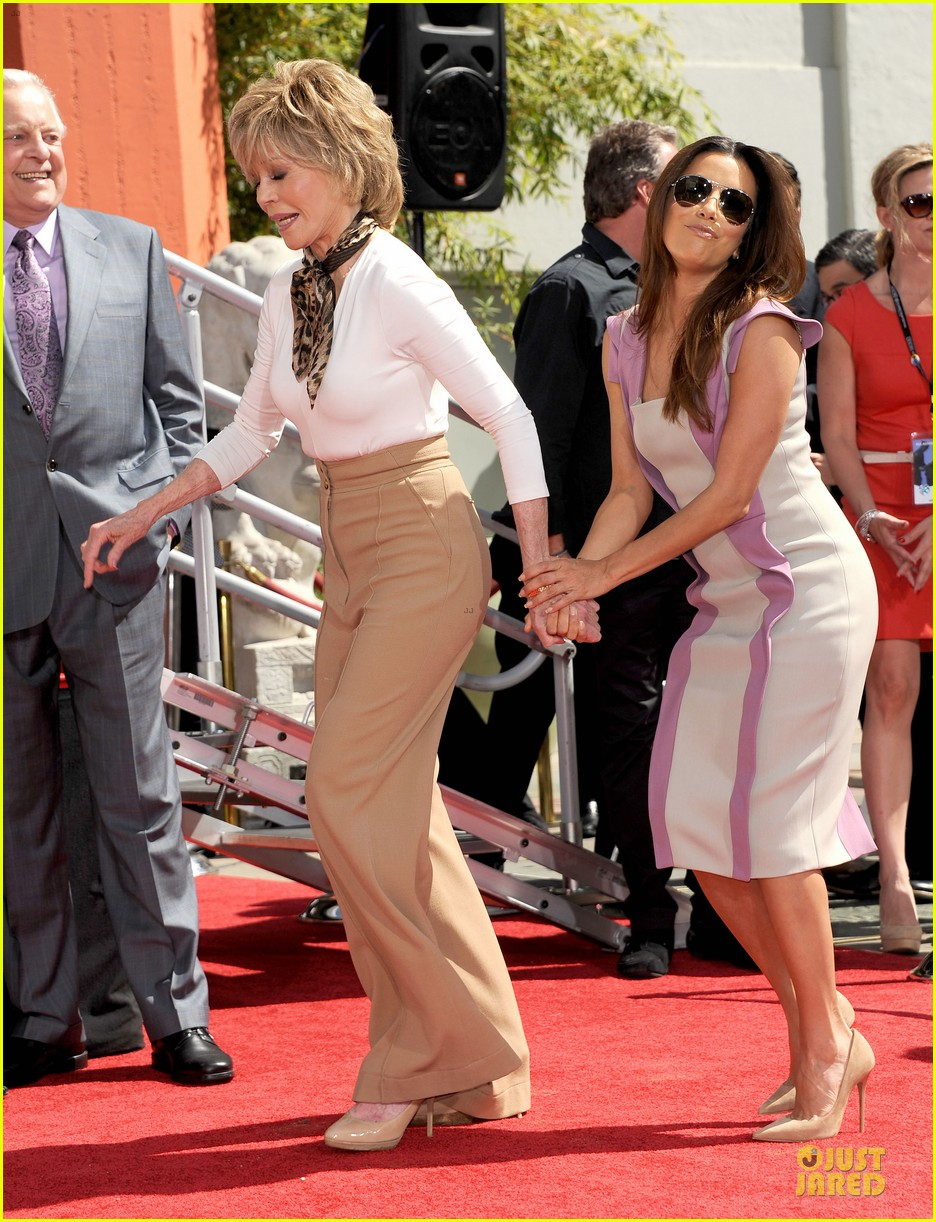 eva longoria jane fonda hollywood hand footprint ceremony 032859432