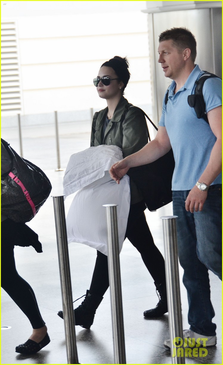 demi lovato flies to barbados after siriusxm visit 032850859