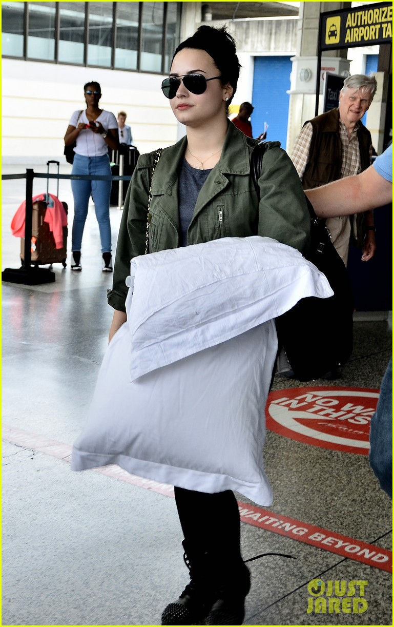 demi lovato flies to barbados after siriusxm visit 052850861