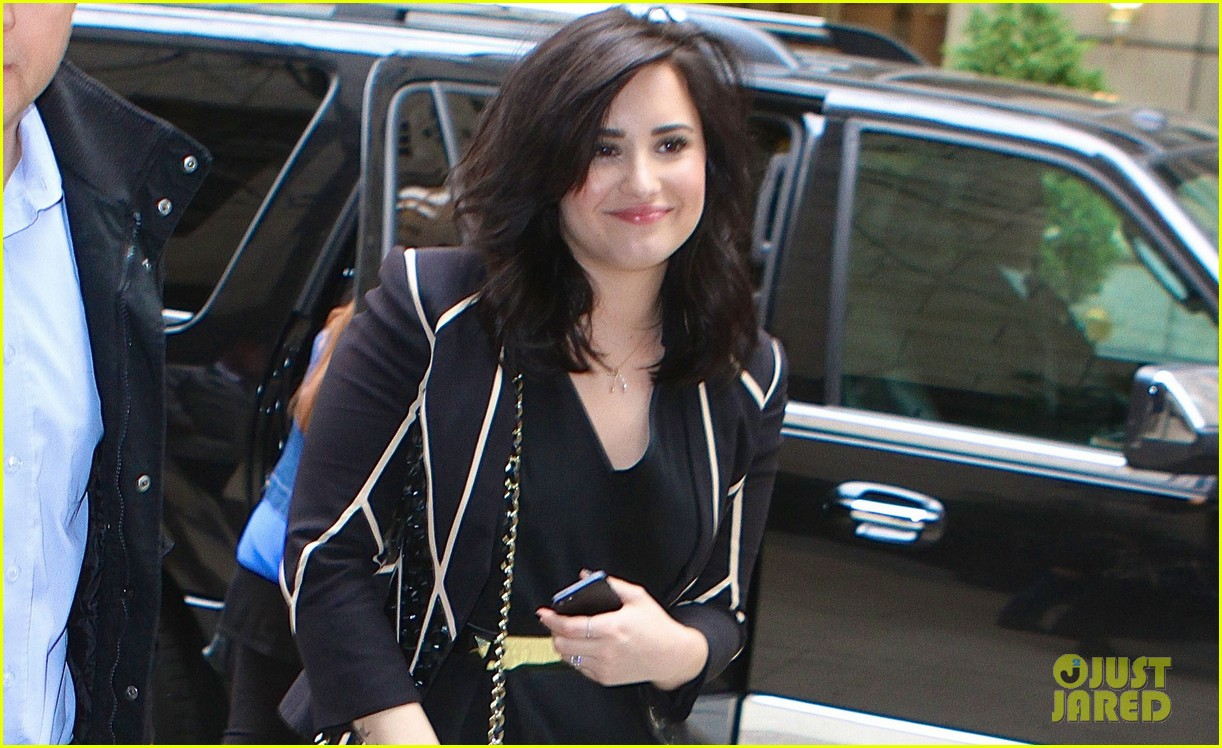 demi lovato heart attack performance on live watch now 04