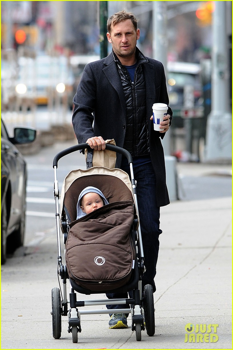 josh lucas manhattan afternoon with noah 012841355