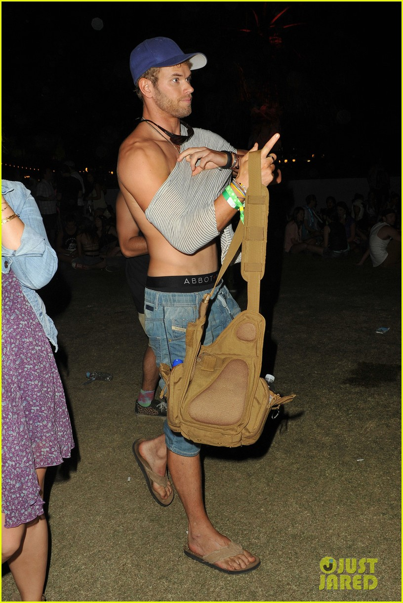 kellan lutz shirtless clothes change at coachella 042849329