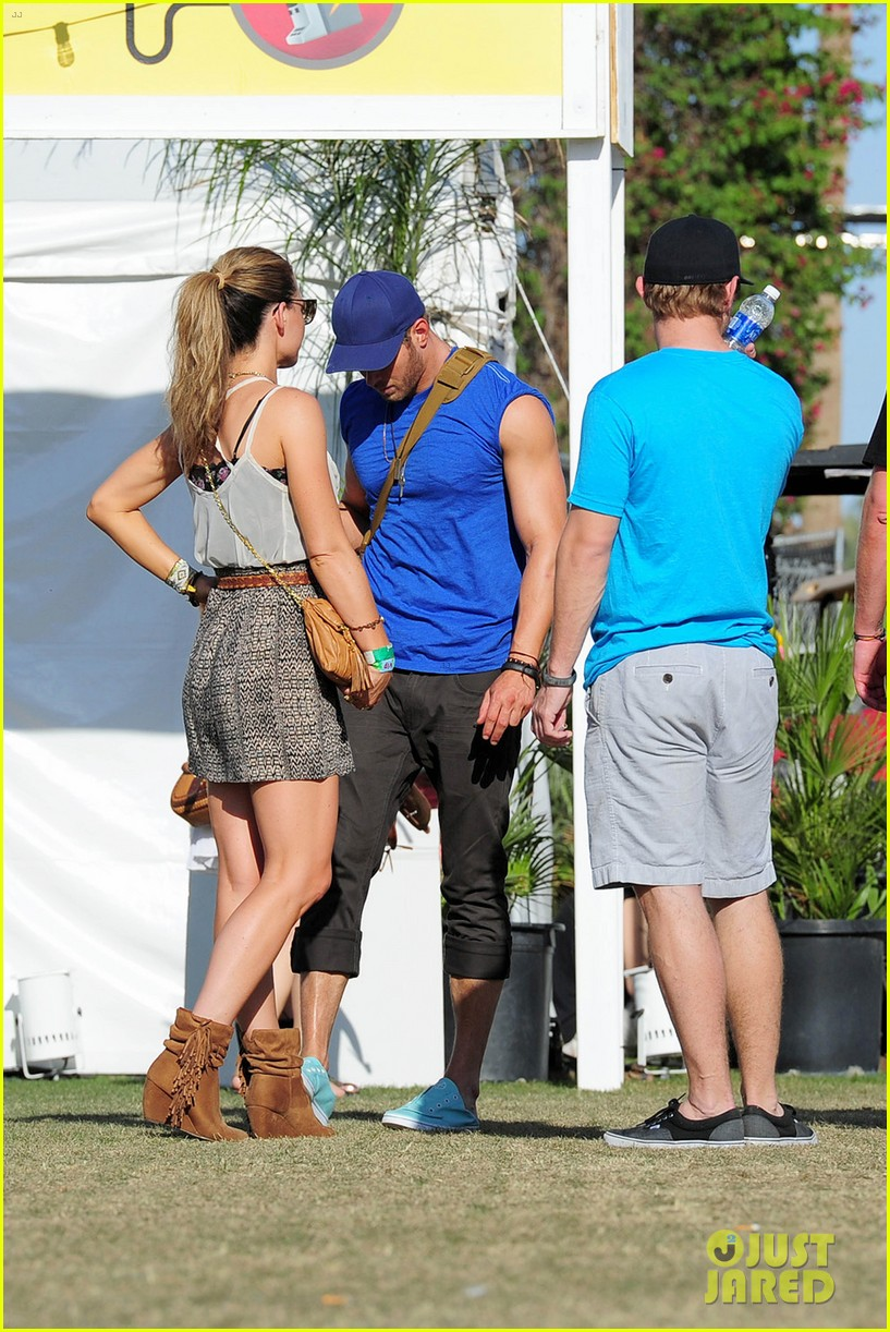 kellan lutz shirtless clothes change at coachella 17