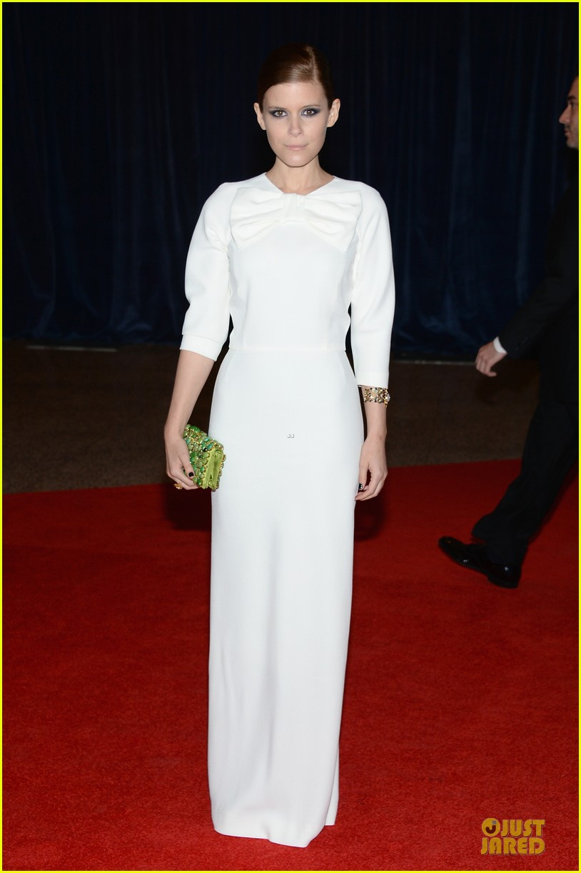 kate mara white house correspondents dinner 2013 red carpet 03
