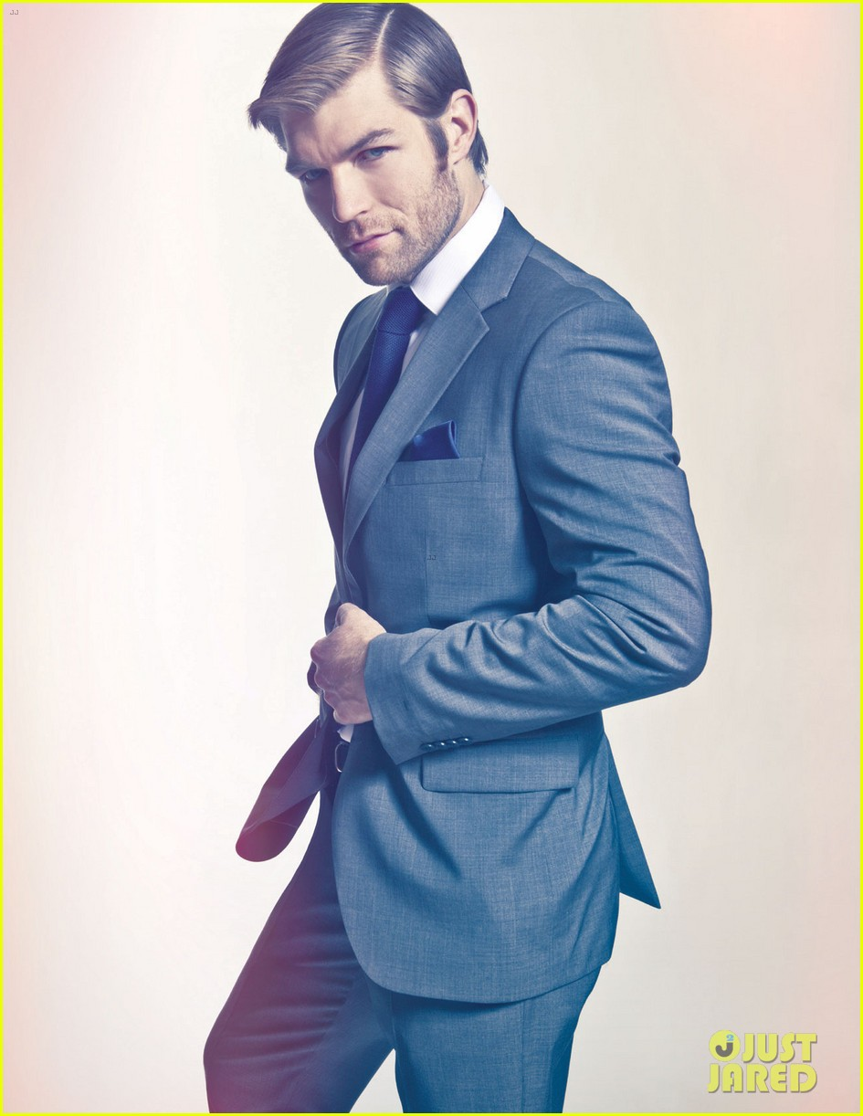liam mcintyre suits up for da man magazine feature 022844666