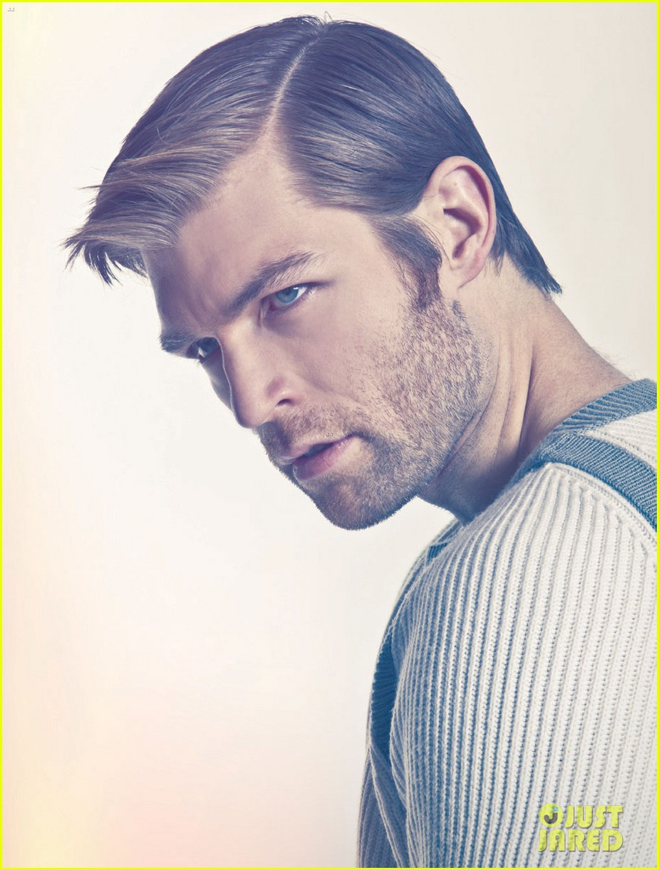 liam mcintyre suits up for da man magazine feature 03