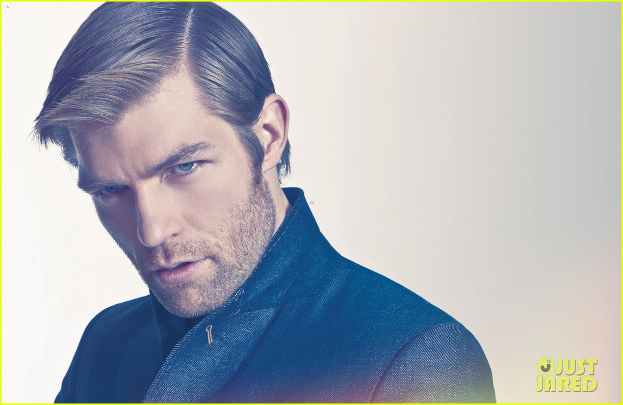 liam mcintyre suits up for da man magazine feature 052844669