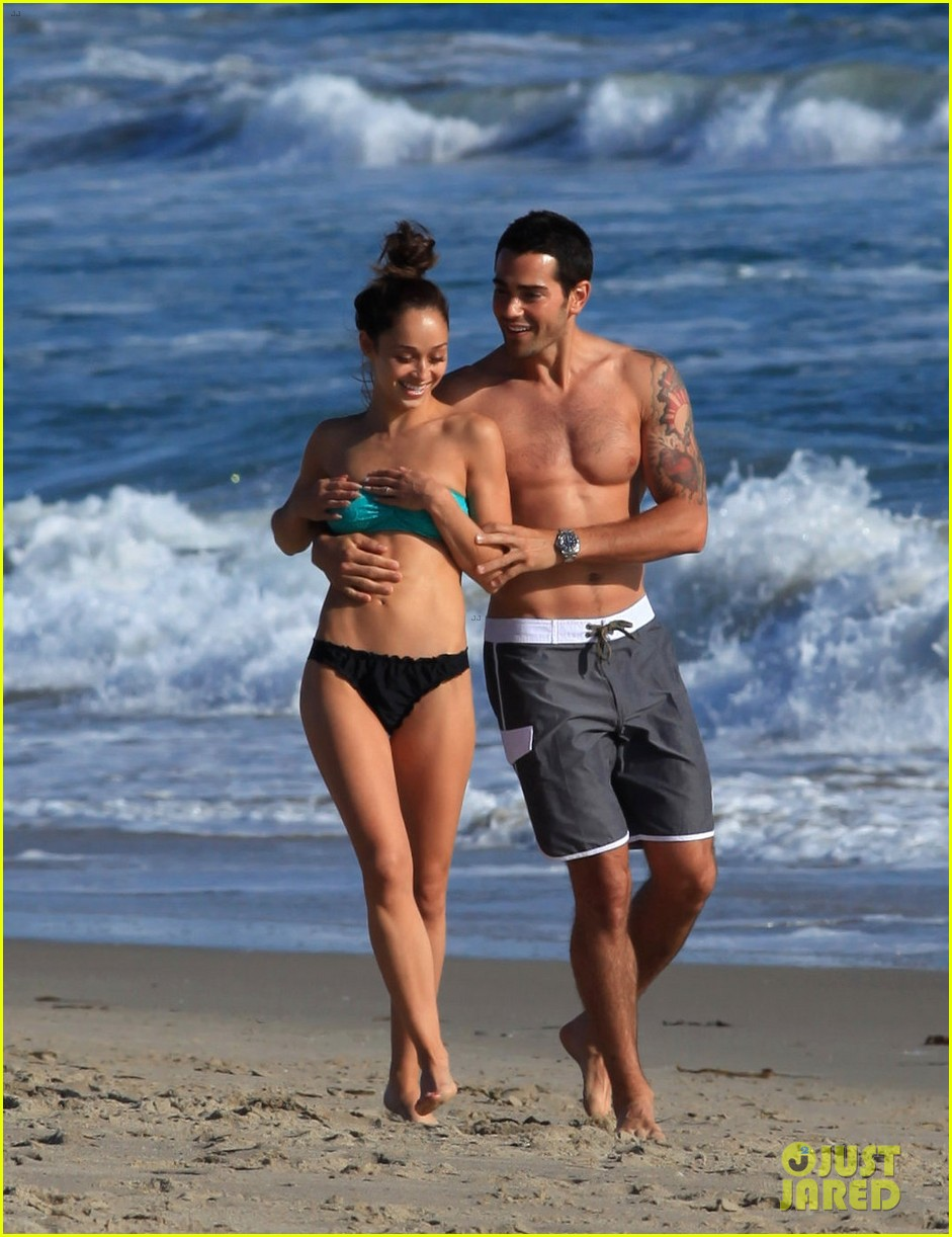 jesse metcalfe shirtless six pack beach stud 142860636