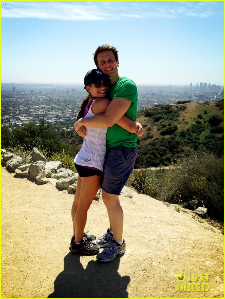 lea michele dinner with parents after jonathan groff hike 012848045